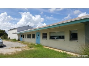 Property for sale at 128 S Carroll St, Poth,  TX 78147